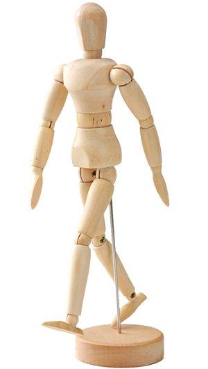 ↑「24日で夢がかなう☆最強まんが描き方BOX」に同梱されているデッサン人形。高さは22センチ