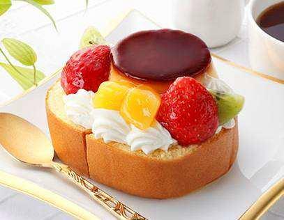 ↑ ロールケーキ ア・ラ・モード