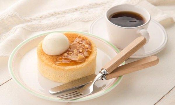 ↑ 窯焼きメープルスフレパンケーキ(コーヒーなどは別売り)
