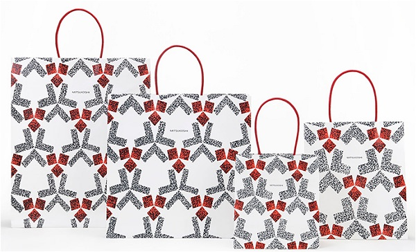 ↑ 三越の新デザインのショッピングバッグ「白地位相割付文実り」