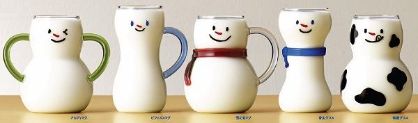 ↑ 牛乳を注ぐと牛乳の白がそのままガラスを通して見えるため、雪だるまのような見た目になる