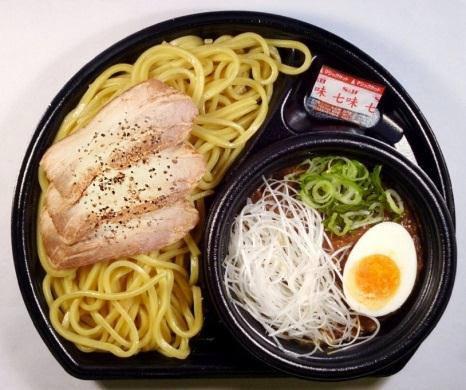 ↑ 俺のつけ麺(豚骨黒マー油)