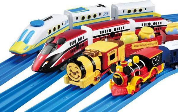 ↑ プラレール ディズニー ドリームレールウェイ第一弾として登場する車両群