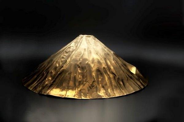 ↑ 大黄金展で展示販売される富士山