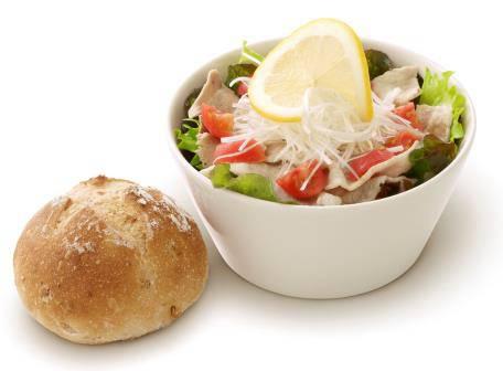 ↑ ごちそうサラダ『豚しゃぶ』パン付き