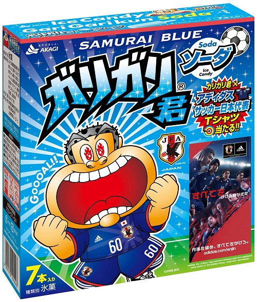 ↑ 箱入り版ガリガリ君ソーダ SAMURAI BLUE。Tシャツキャンペーンはこのパッケージでのみ実施