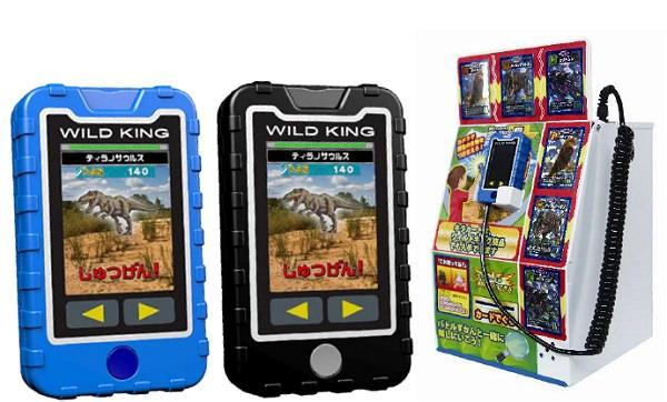 ↑ ワイルドキング 最強バトルずかん(左)と無料カード筐体キラカードステーション(右)