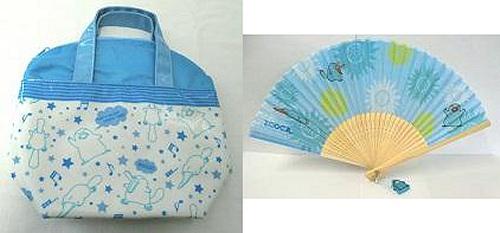 ↑ 左から「カモノハシのイコちゃん ランチバッグ」「カモノハシのイコちゃん チャーム付扇子」